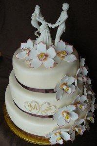orchideás esküvői torta